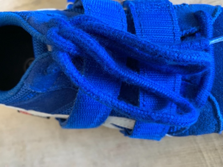 A look at the straps and shoelaces of the Do-Win Classic Lifter