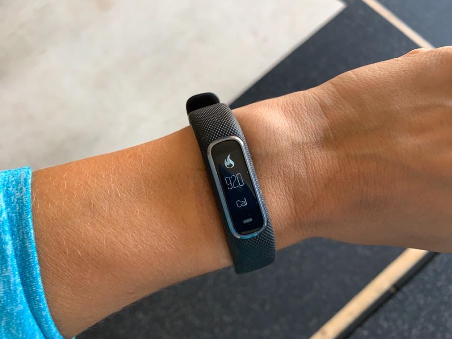 Garmin Vivosmart 4 on a woman's wrist, showing calorie burn for the day.